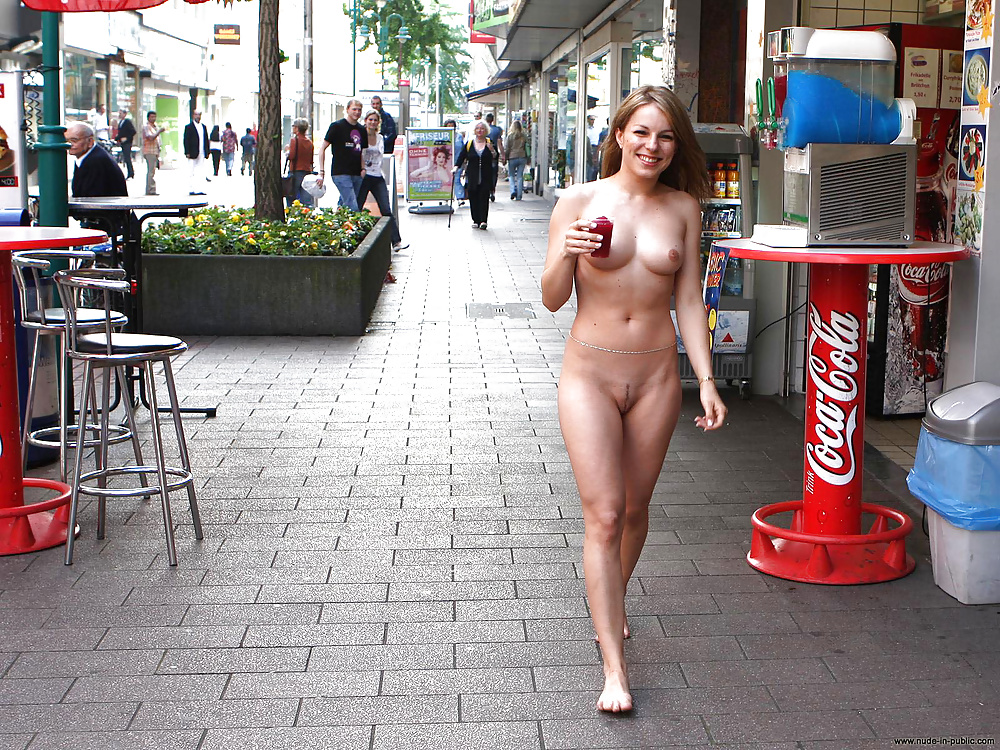amatures-naked-nudity-in-public-videos-girl