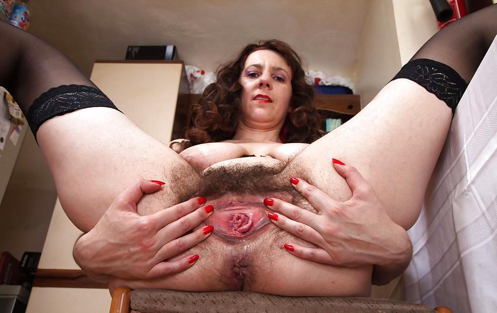 Russian mom open wide pussy