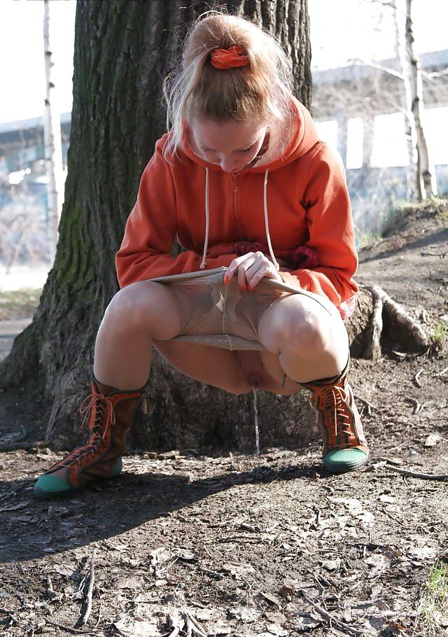 Punk girl peeing — pic 13