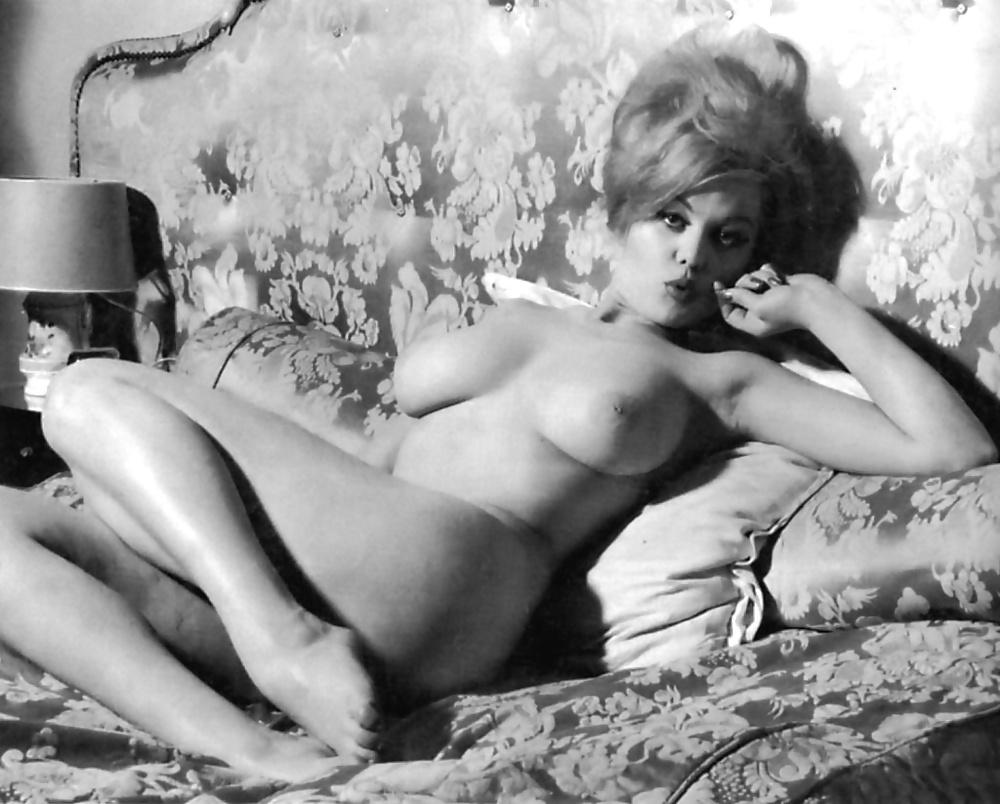 Naked Teen Girls Gitting Fucked Hilarious Vintage Sexy Smoking Photo Porno