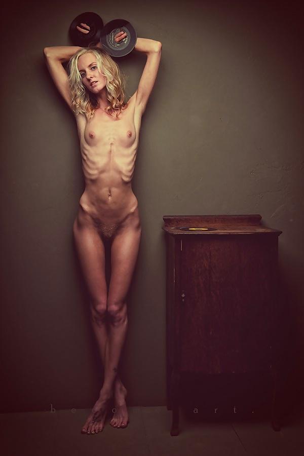 Taressa Nude Posing