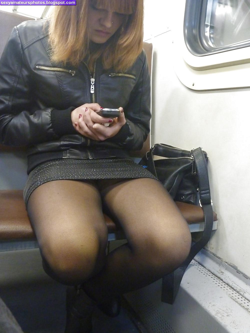 Лезут под юбку в транспорте
