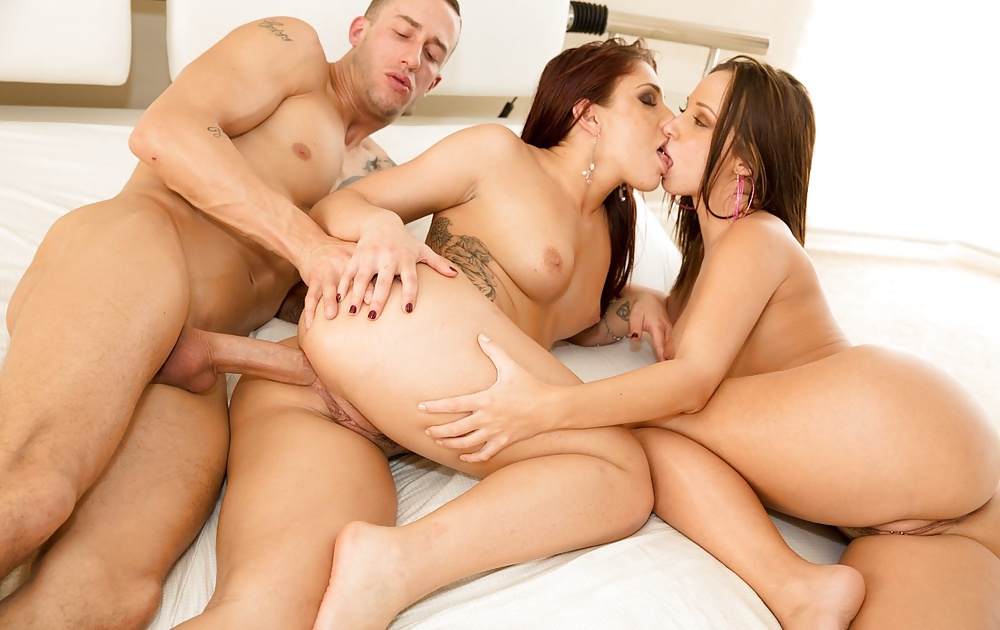 Smoking hot uncensored threesome in jav on gotporn