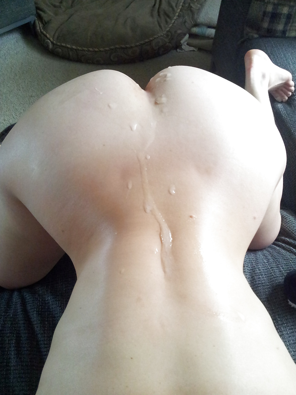 Cumming all over her back.