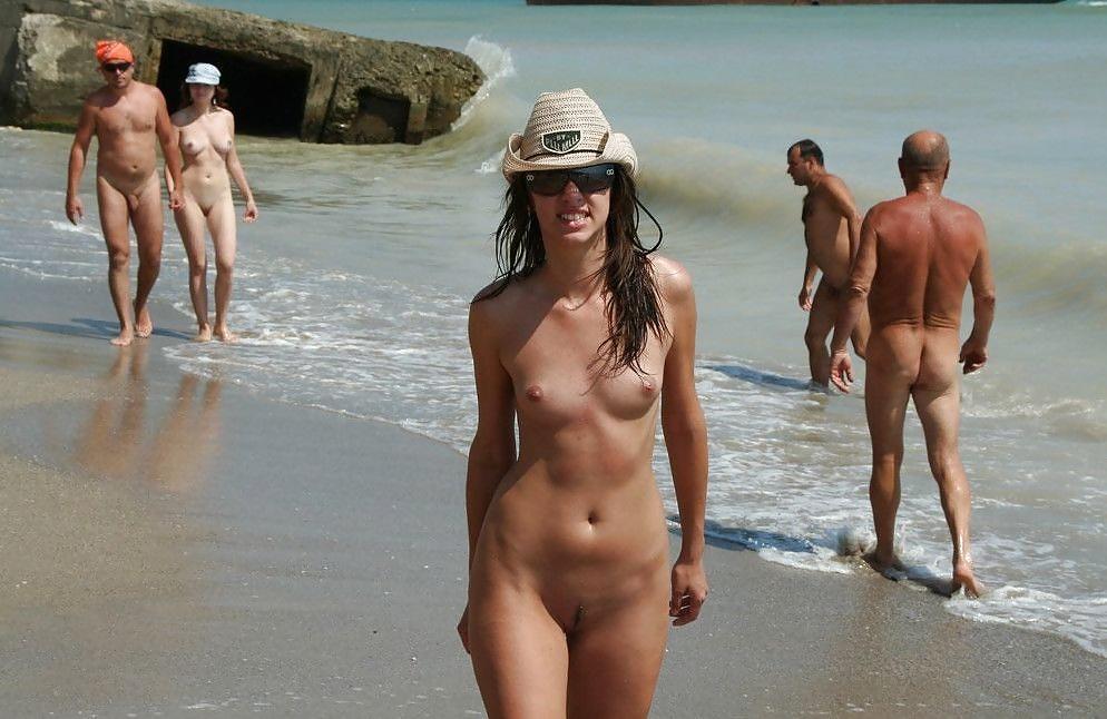 Смотреть Фото Нудистов На Пляже