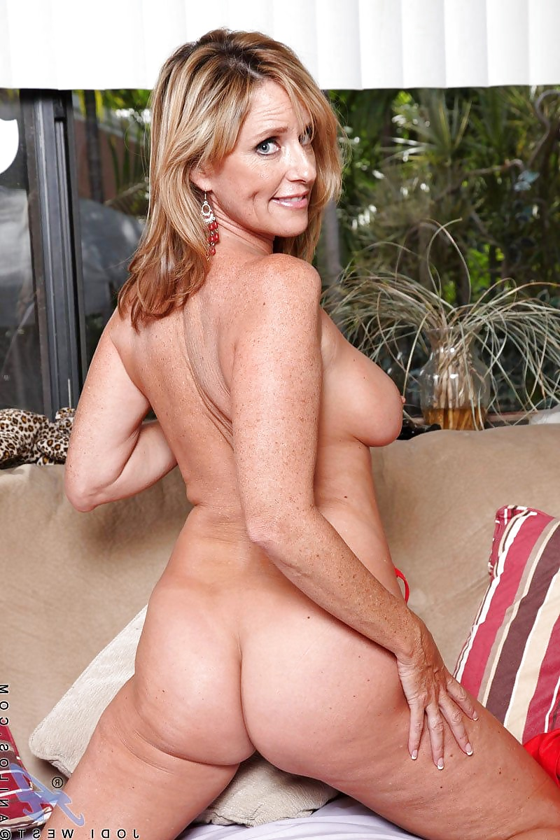 Thirty year old women naked