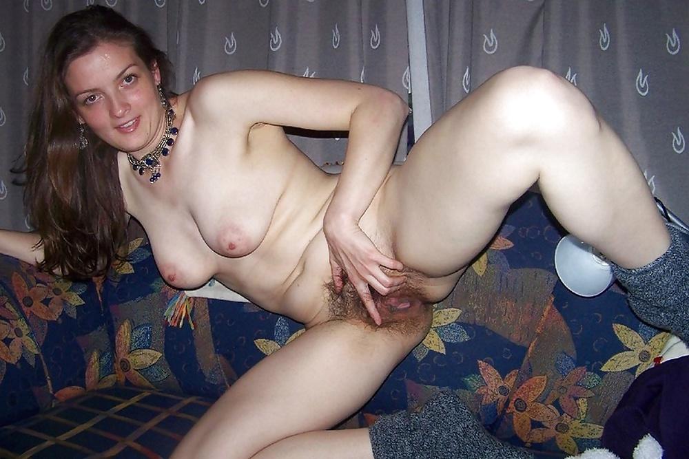 переоделся показался волосатая киска взрослой тетки в деревне домашнее фото сексуальном нижнем
