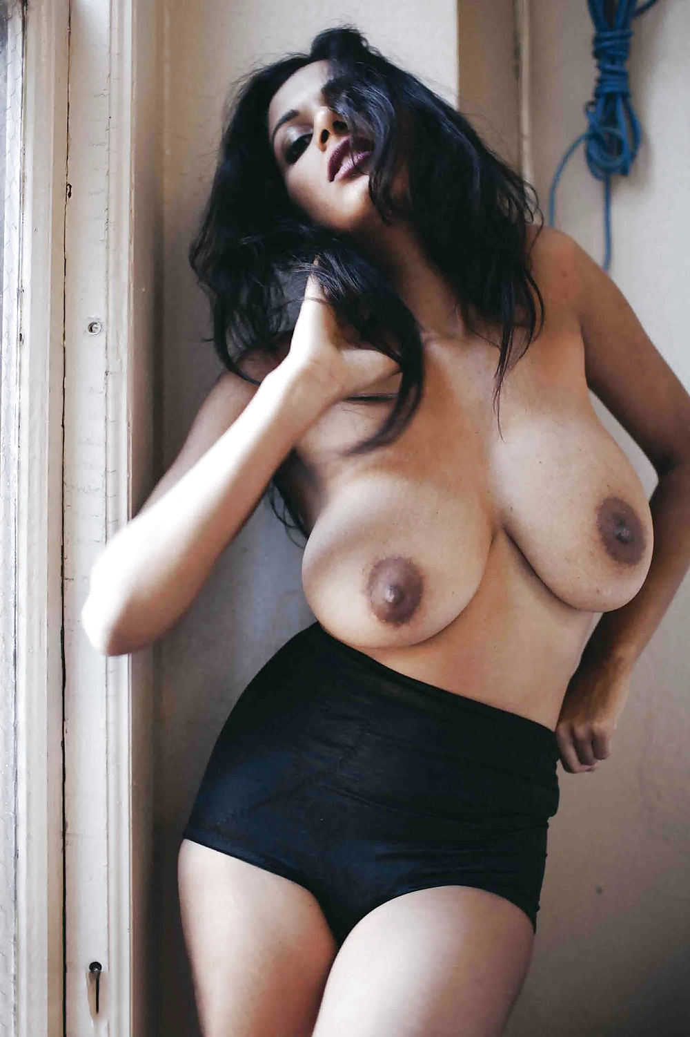 indian-beauty-boobs-lady-bending