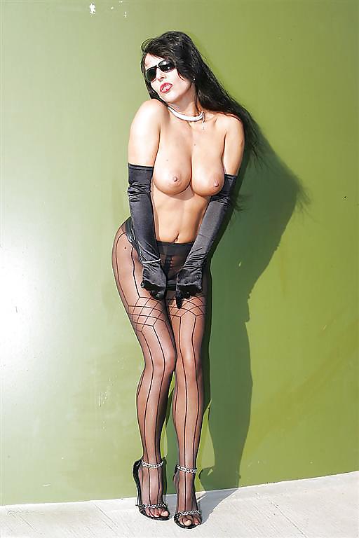 Glamour lady eve miller in killer heels