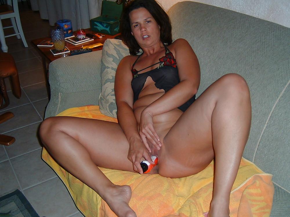pussy-wife-posing-dildo