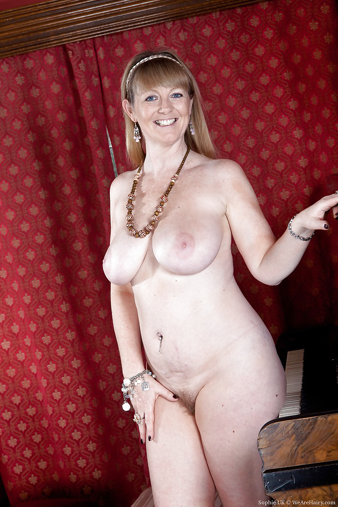 Nude british mom — img 10