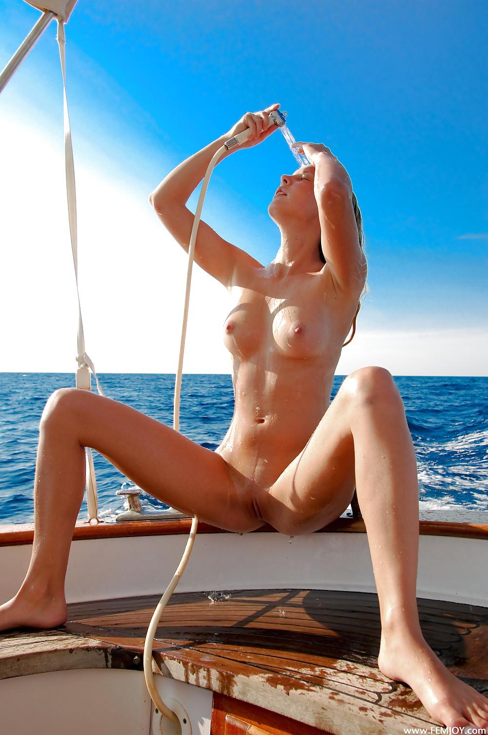 Смотреть видео с голыми телками на яхте