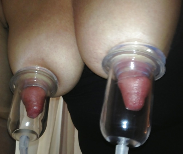 Nipple and clitoris pumping devices