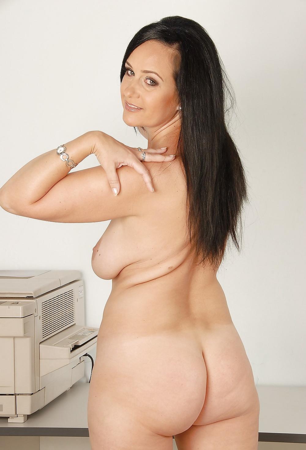 Фото голых зрелых бизнес леди