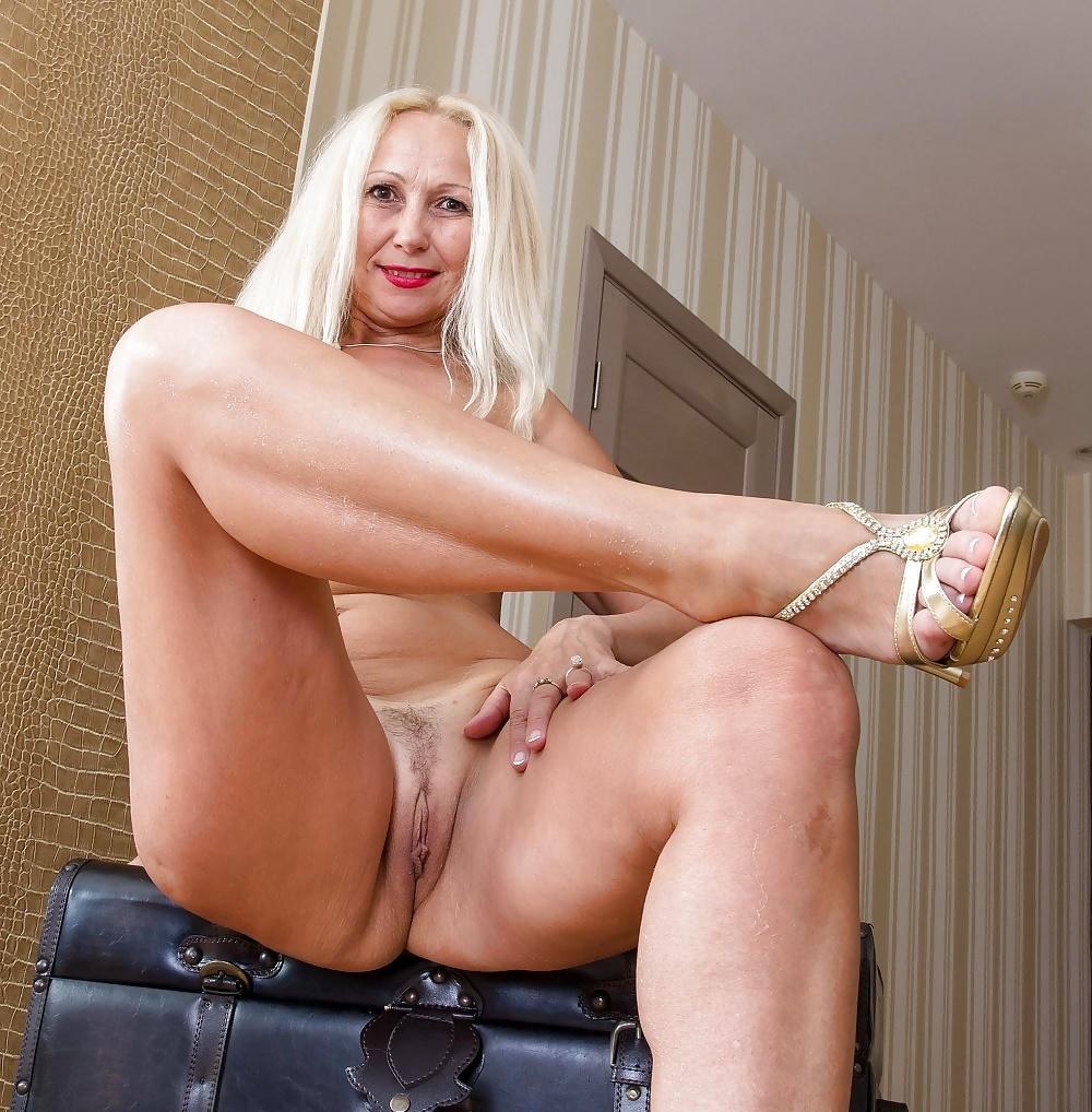 Mature blondes pics