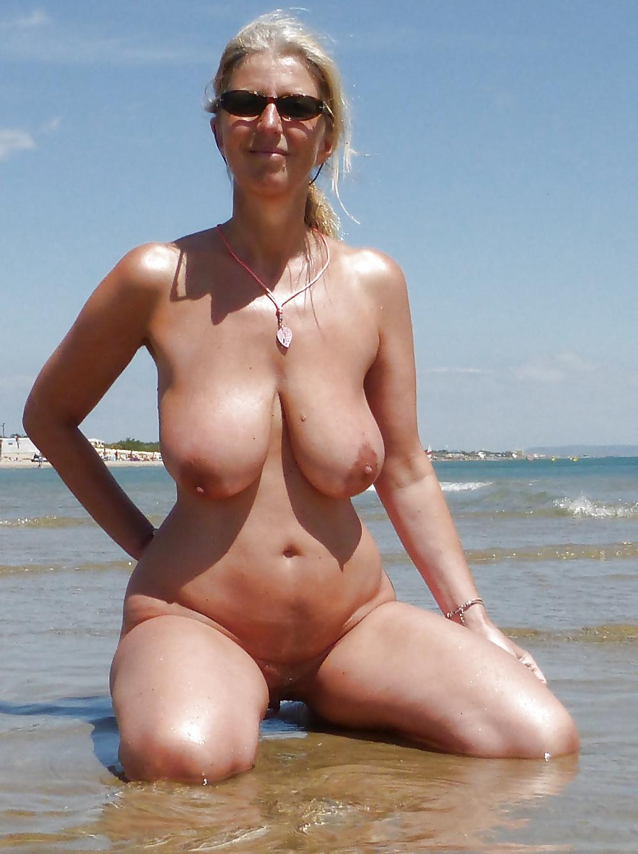 зрелые женщины фото зрелых на пляже сайт-это огромнейший