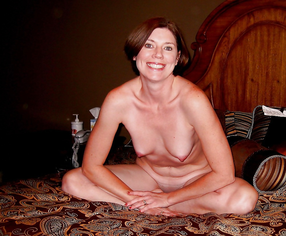 nude-lonely-housewife