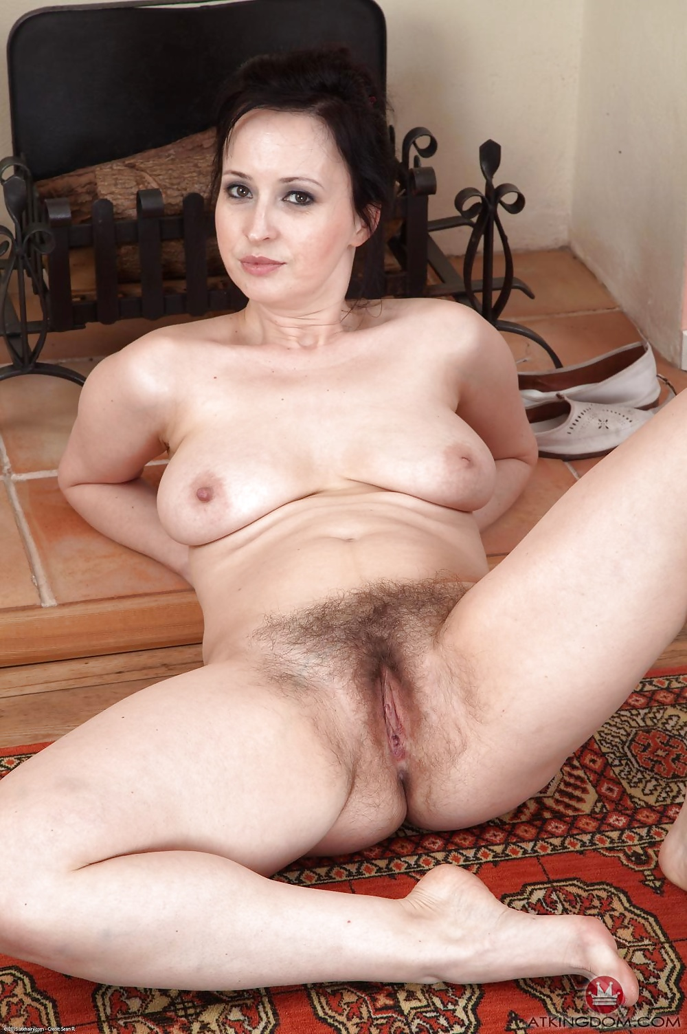hairy-pussy-mature-brunette-picture-gallery-babes-kick