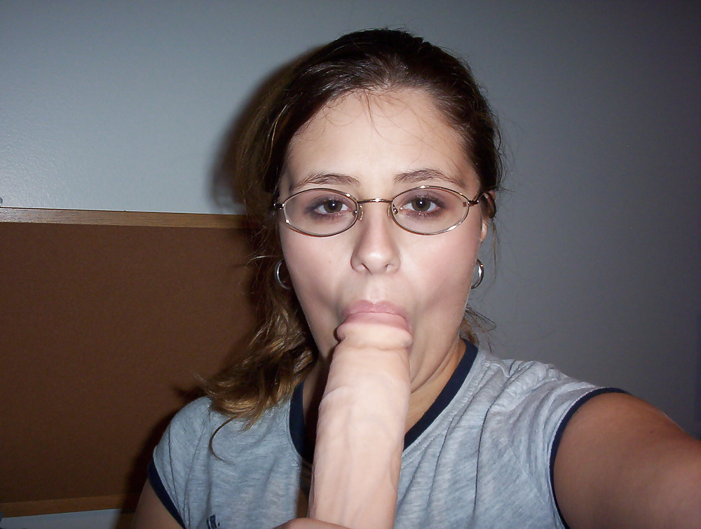 girls-xxx-wearing-glasses-bondage-com-fuckingmachines-water