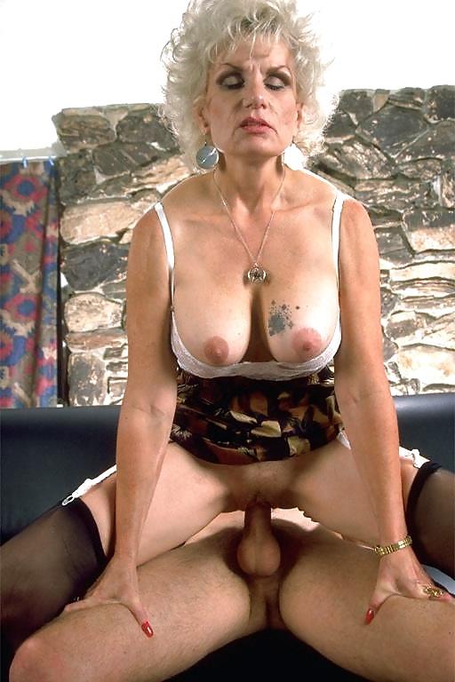 Ehefrau Riesentitten Dildo Squirten