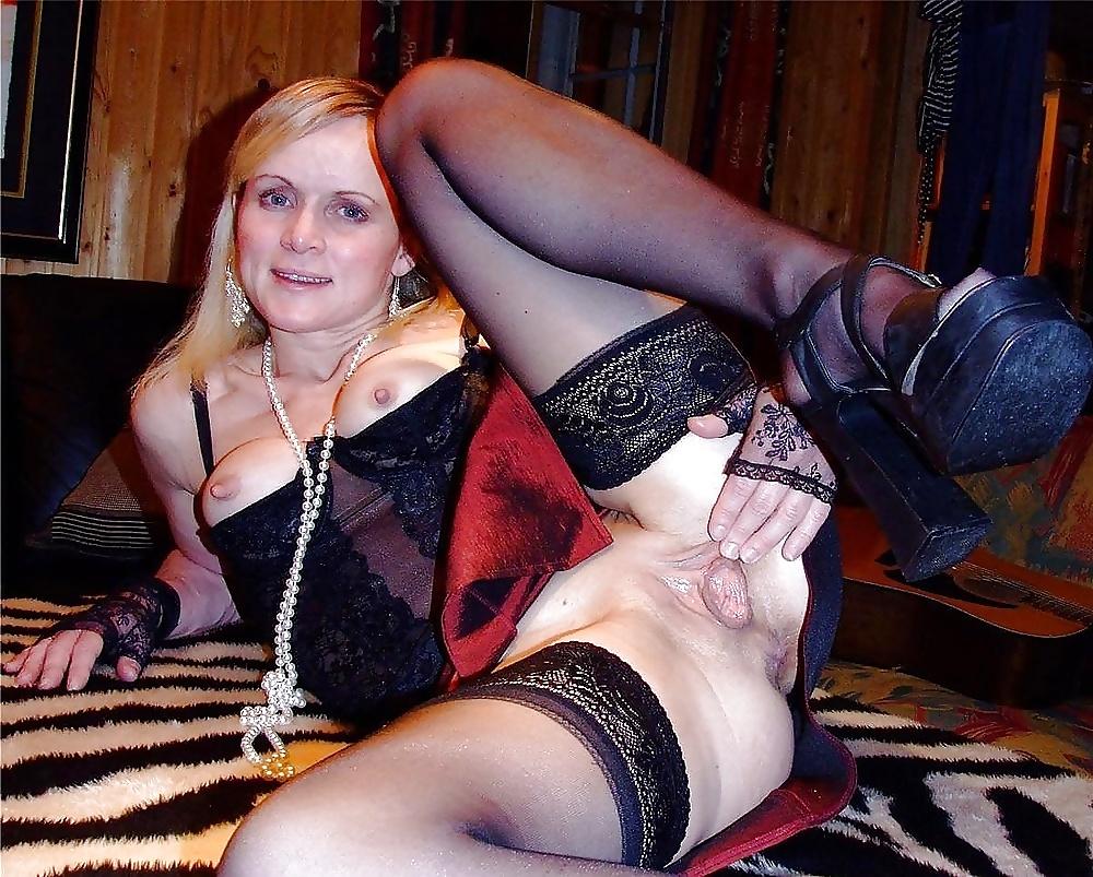 Фото раздвинутые ноги зрелых дам