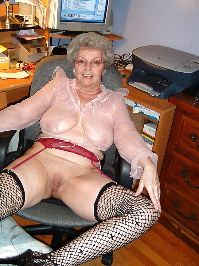 New Jersey Grandma Shakes Up A Quarantini In Adorable Tiktok Photo