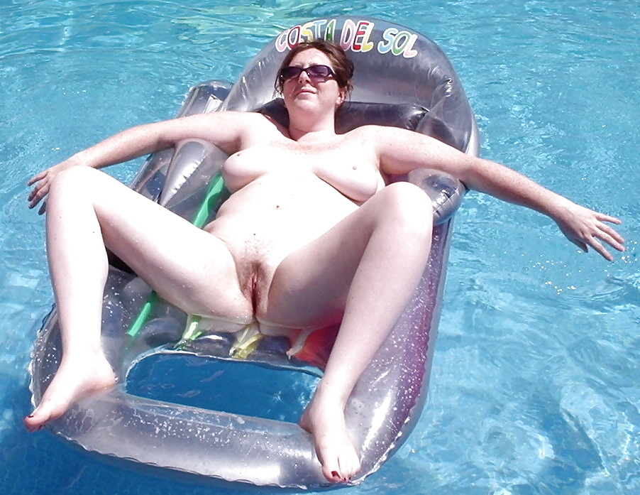swimming-nude-amateur