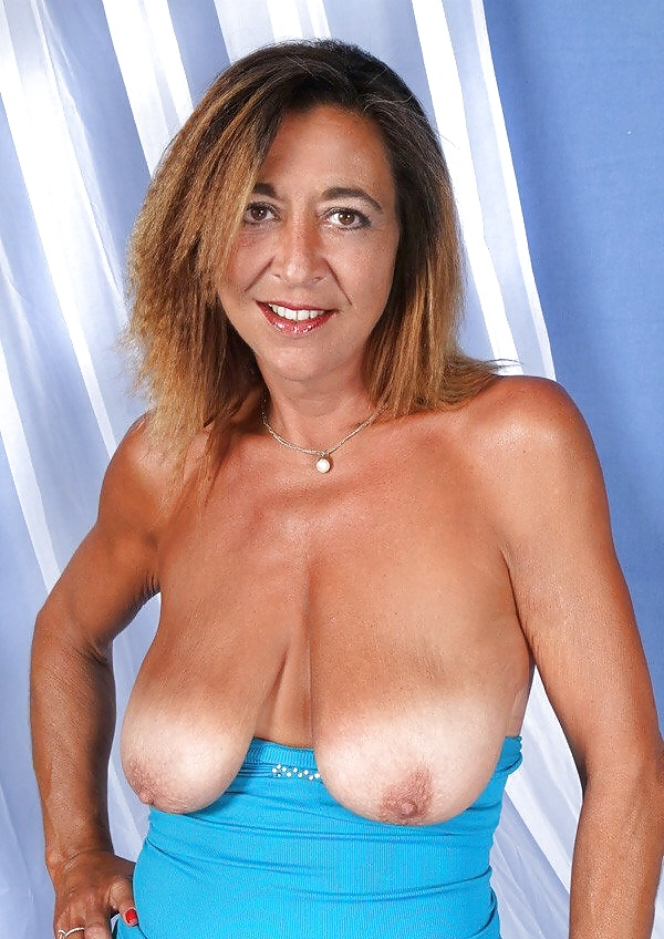 Pretty milf saggy boobs