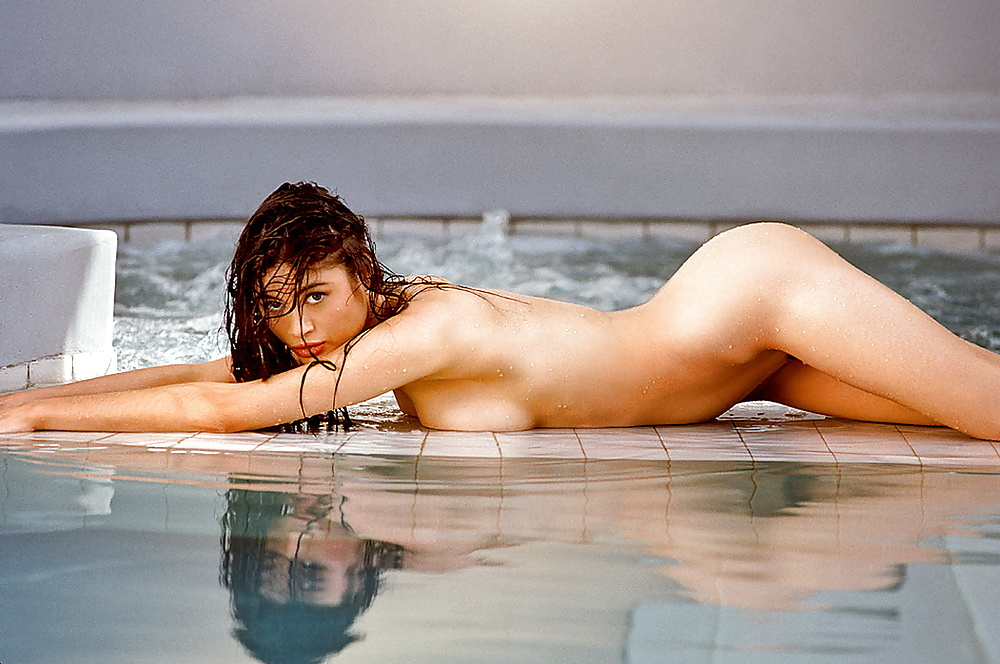 Начальник большие порно фотографии шарлотты льюис порно звезда ольга