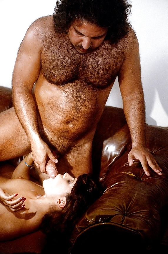 Amateur guy eating pussy