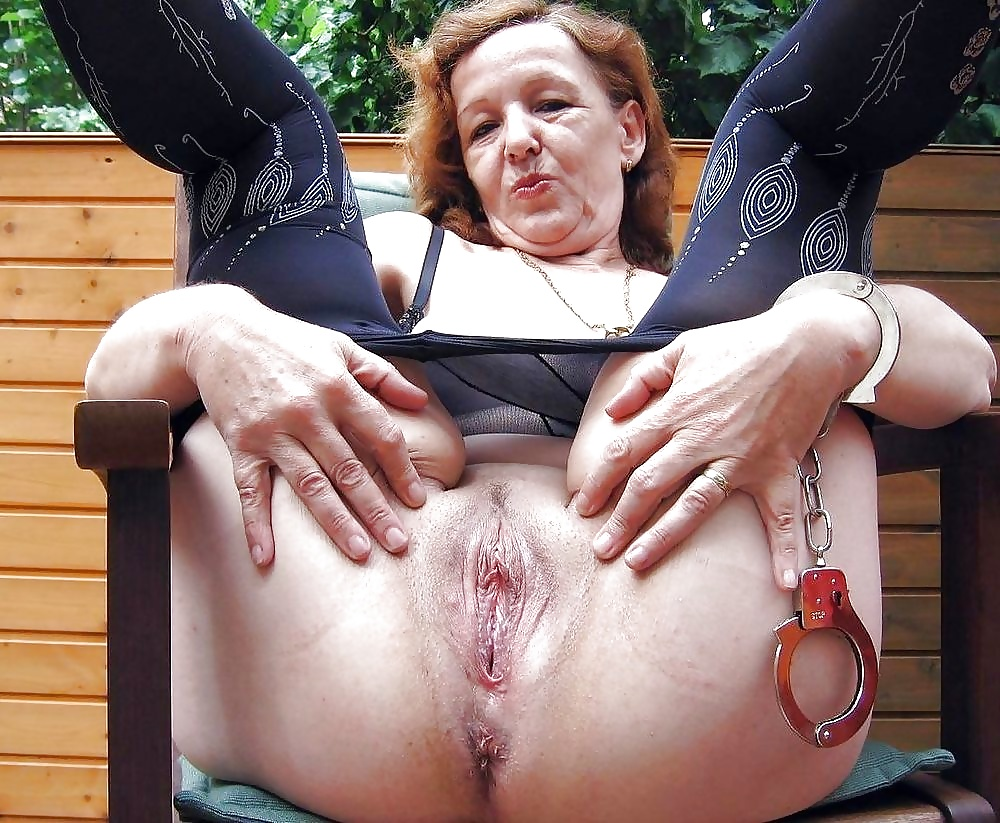 Old womenass — pic 6
