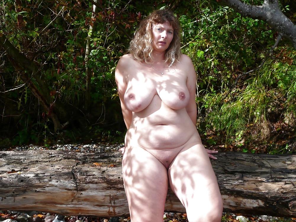 Русское фотографии зрелые толстушки раздеваются на природе кончает