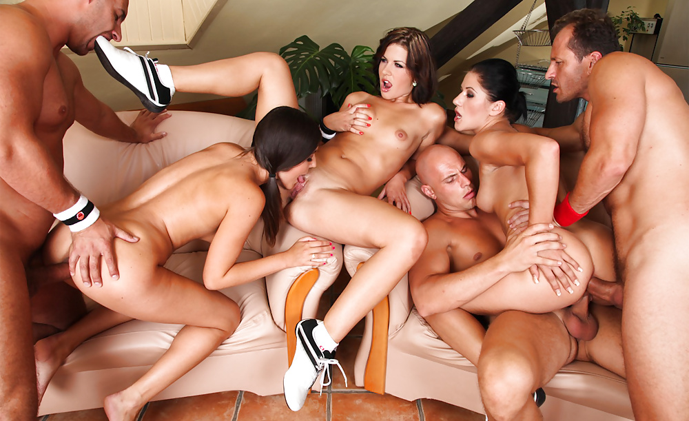 Very large group sex 4