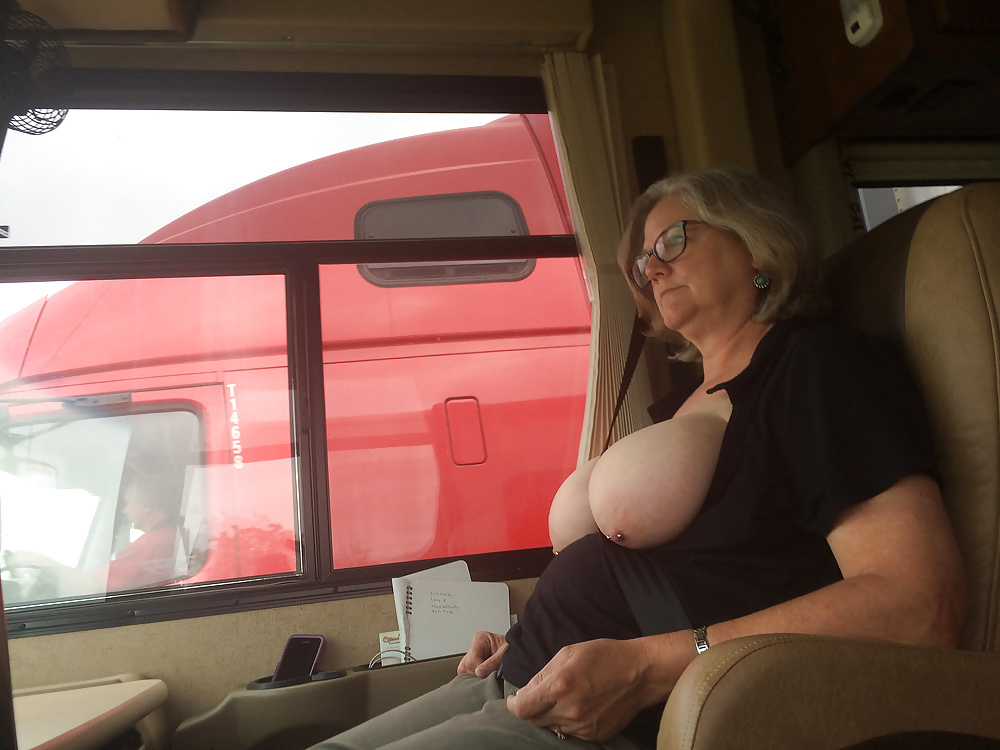 Girlfriend flashing truckers — photo 4
