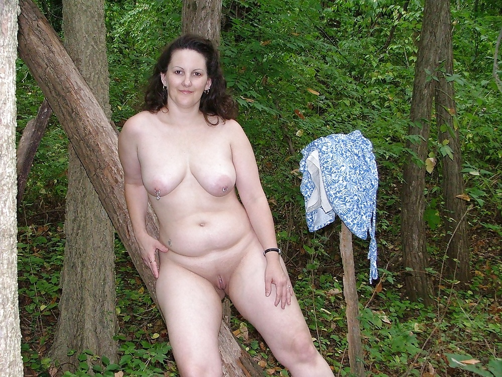 Chubby mature babe undressing and posing naked outdoor