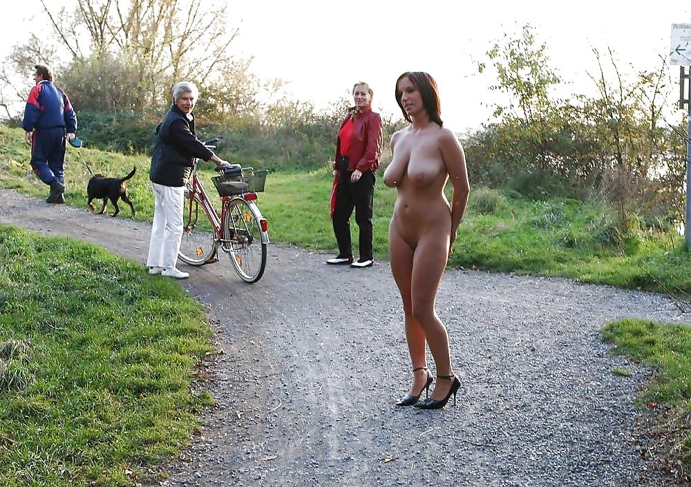 Girlfriend Goes Naked Outdoors