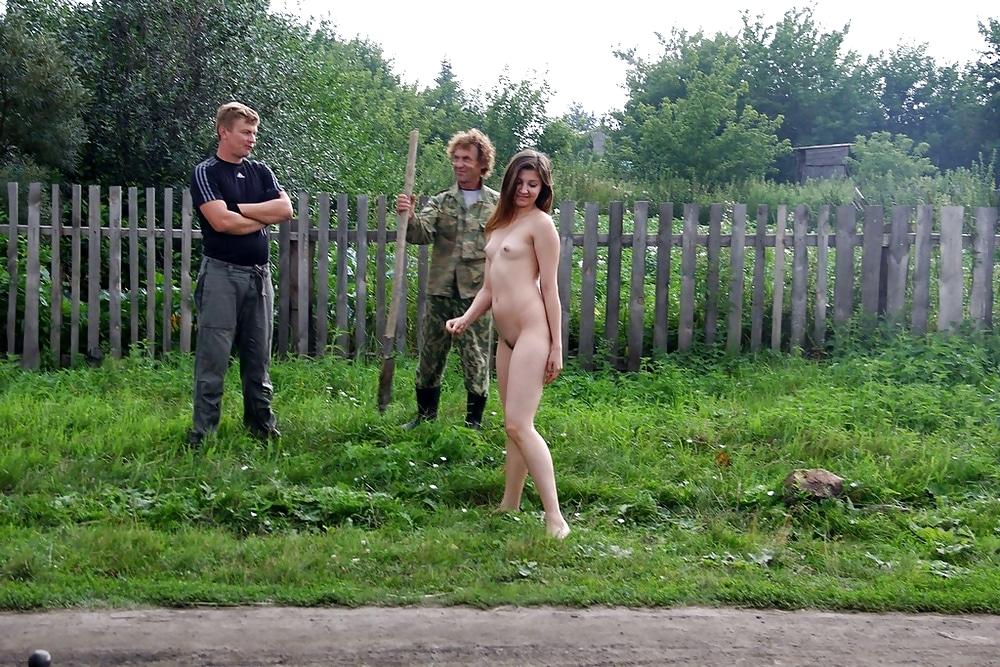 голые по улице в деревне была молода