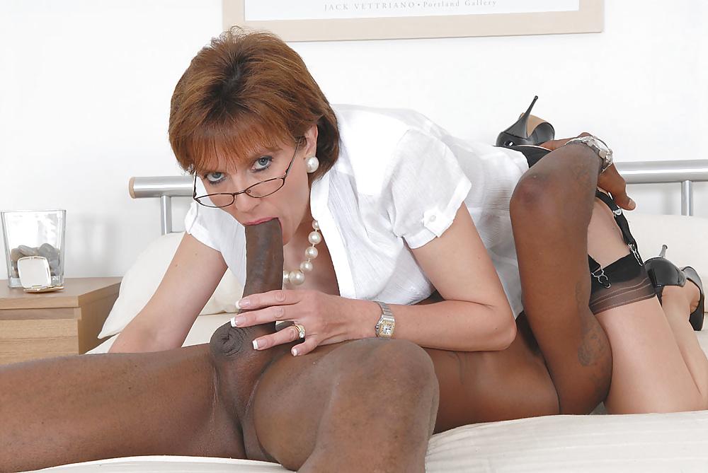 British mature slut lady sonia sucks off big black cock