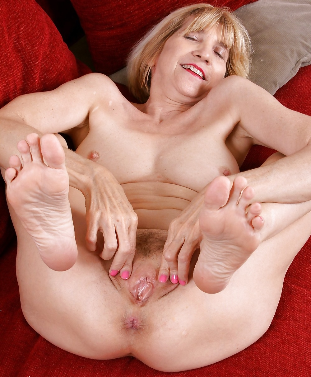 Granny pussy and feet