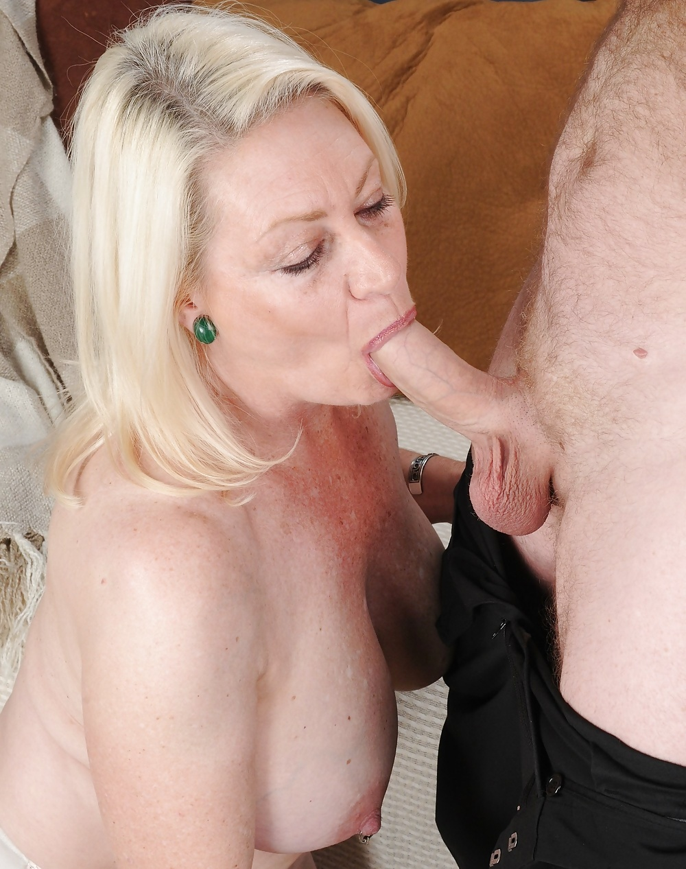 Michelles nylons mature blonde blowjob