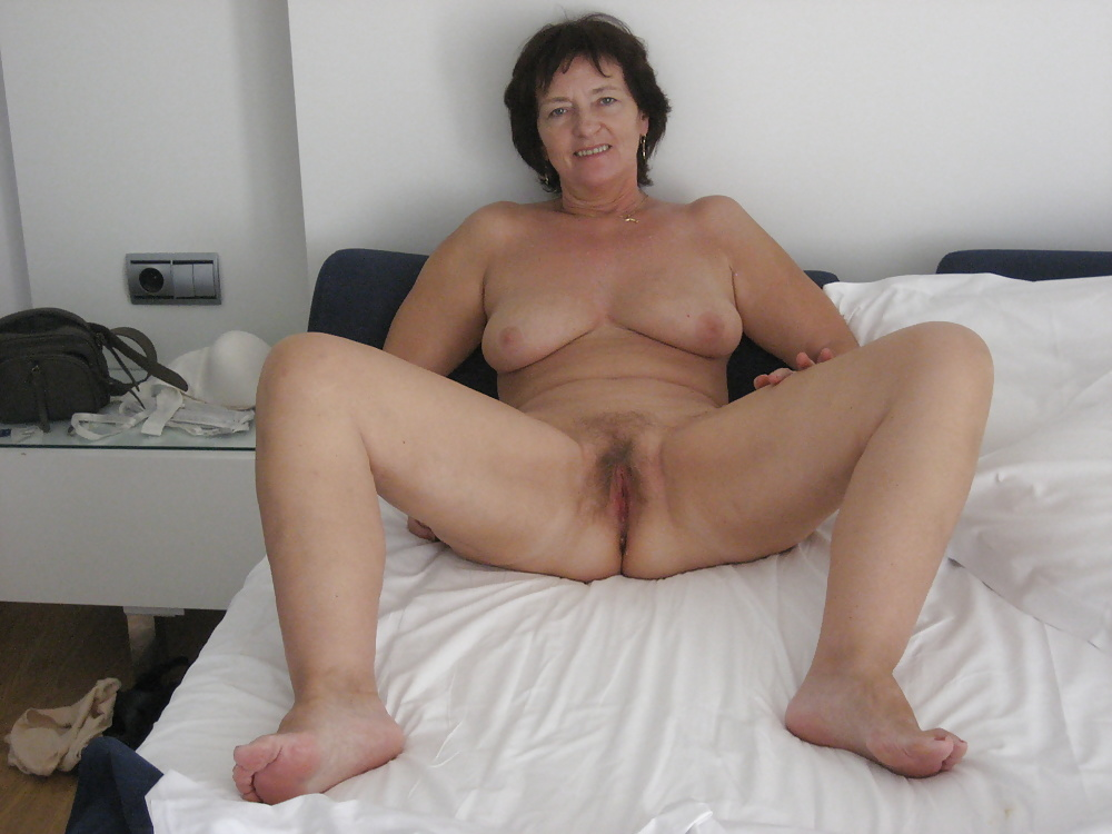 nude-beautiful-older-wives-mother-nude-shot-by-son