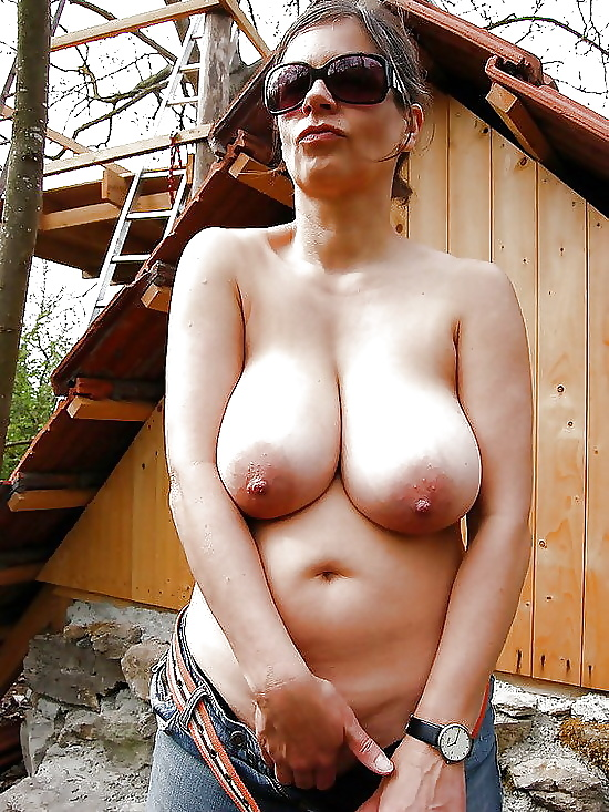 огромным голые зрелые сисечки фотки мня рту