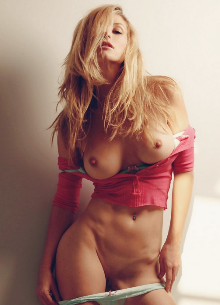 Hot nude fit blonde — photo 11