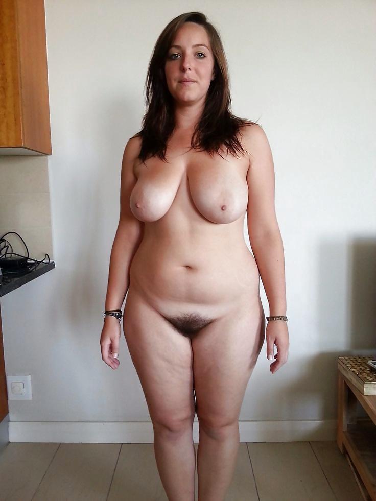 Трусики в меру пухлые голые девушки