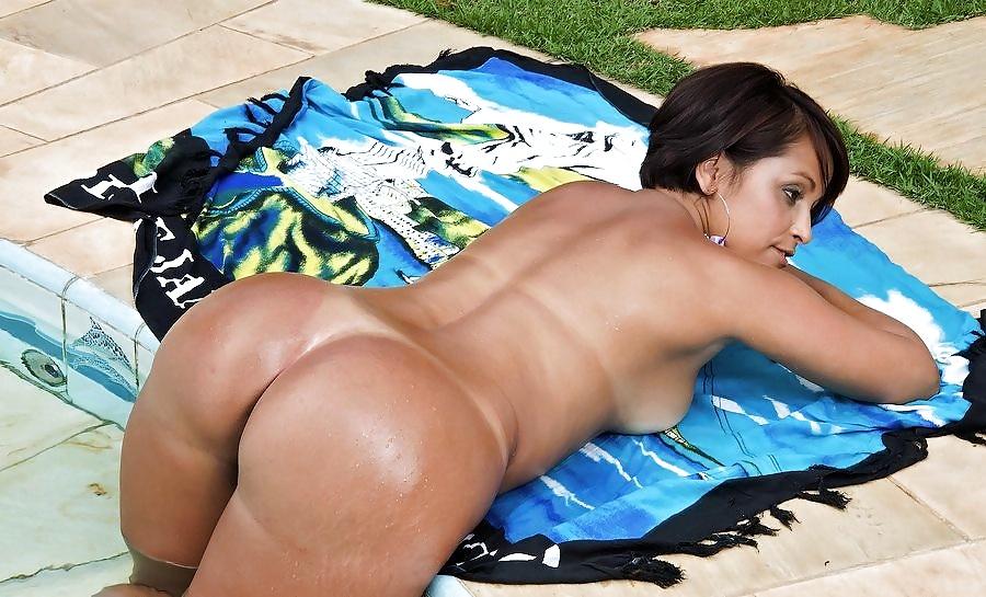 пышная бразильянка демонстрирует свое тело - 13