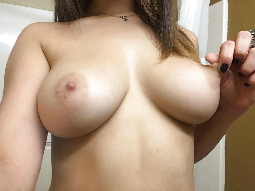 zhenskaya-grud-foto-intimnoe-transseks-porno-foto