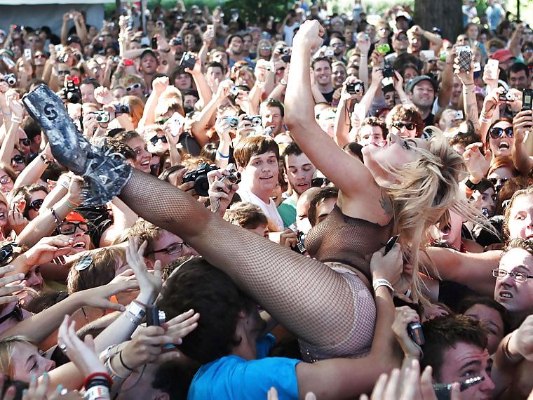 Sex crowd watching