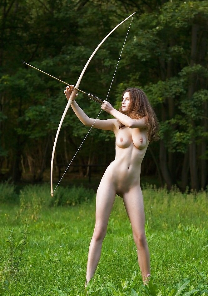Jennifer lawrence suffers awful wardrobe malfunction after nude photo leak