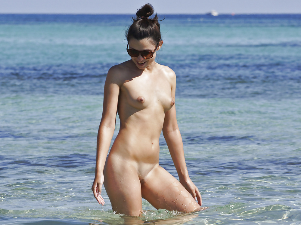titless-girl-nudist