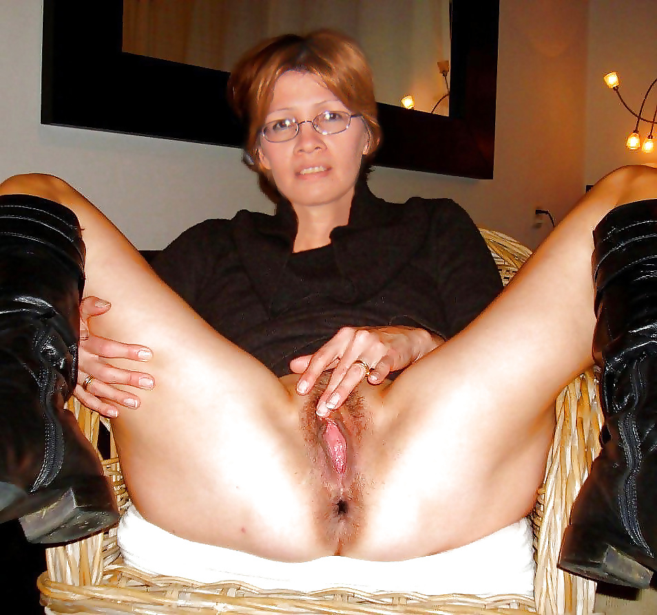 Naked ladies with their legs spread, movable porn creampie